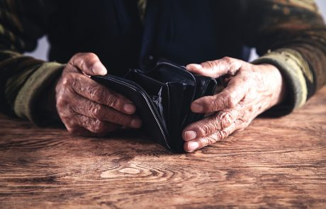 Financial Problems Can Be Sign of Dementia Onset